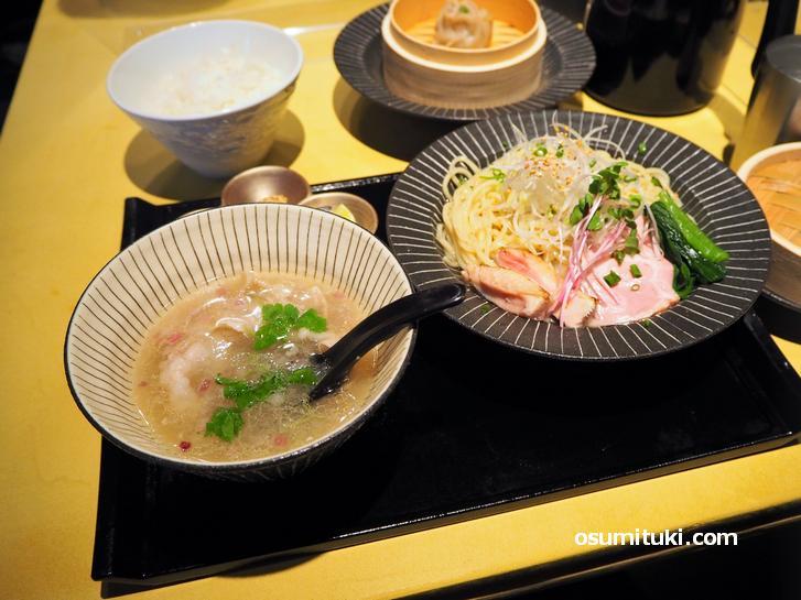 イベリコ豚のつけ麺(1200円)+白ご飯(150円)+特製Guuシュウマイ(300円)