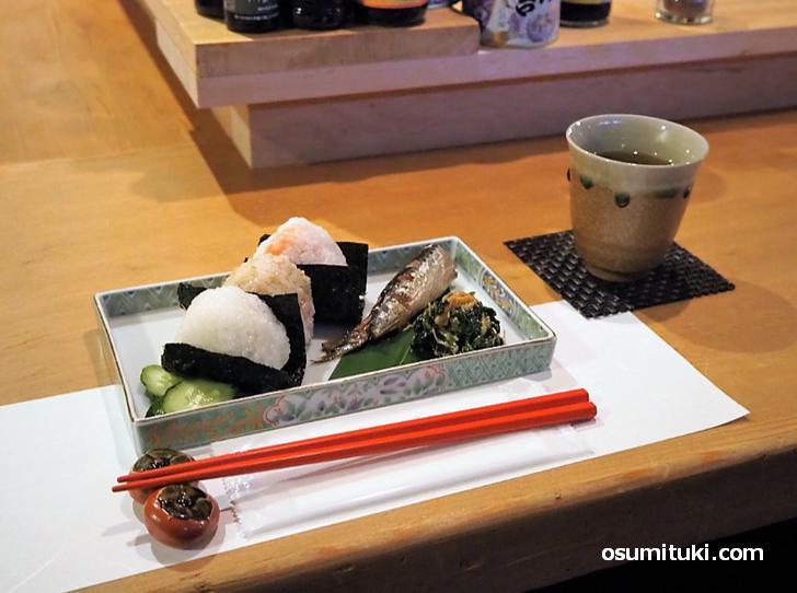 おむすび定食(800円)