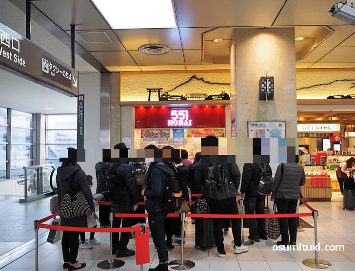 551蓬莱(JR京都駅)の大行列