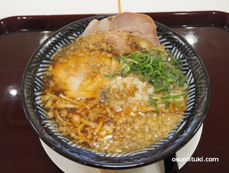 背脂煮干し醤油ラーメン(740円)