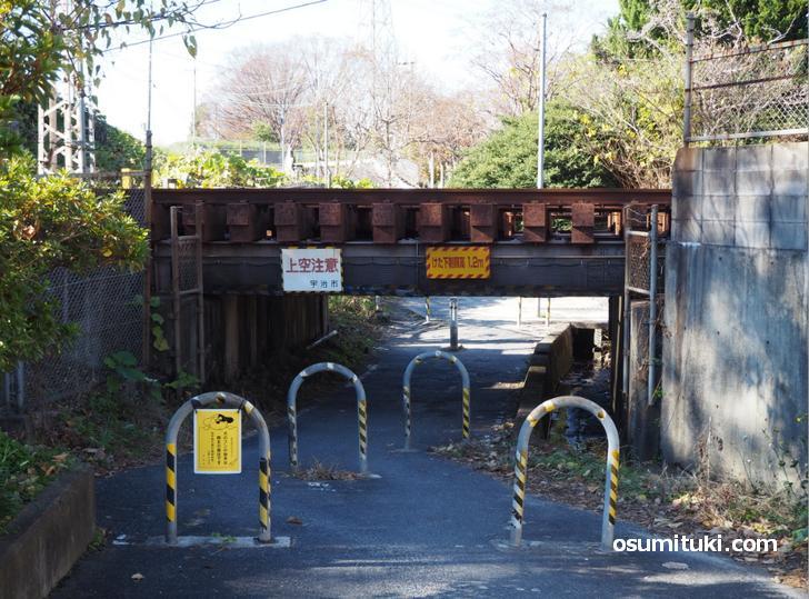 樋尻橋梁、低すぎです!