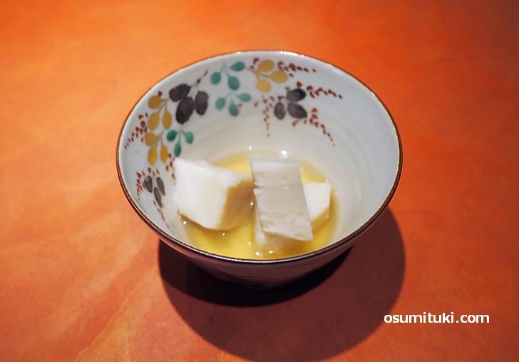 京都名産「海老芋」の炊いたん