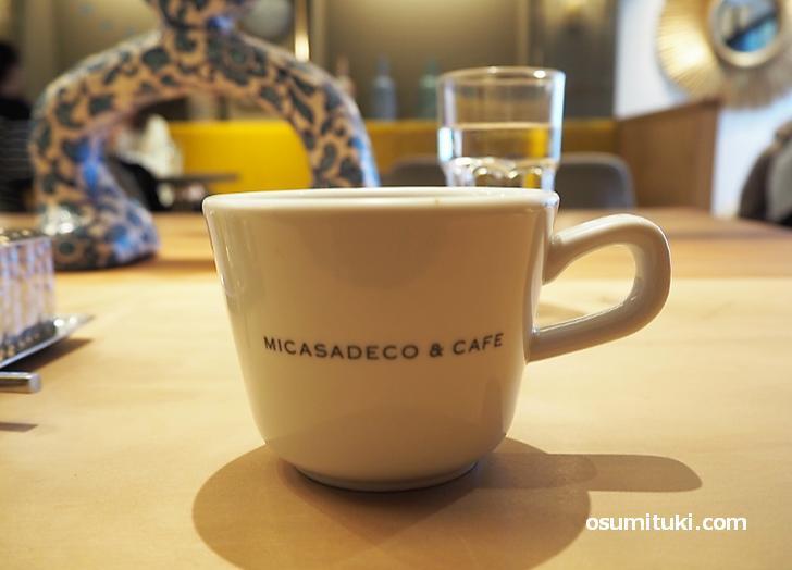 店内でコーヒーを注文したので飲みながら待ちます(10分程)