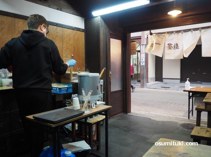 屋台風のお店でなかなか雰囲気が良い(麺屋一龍)
