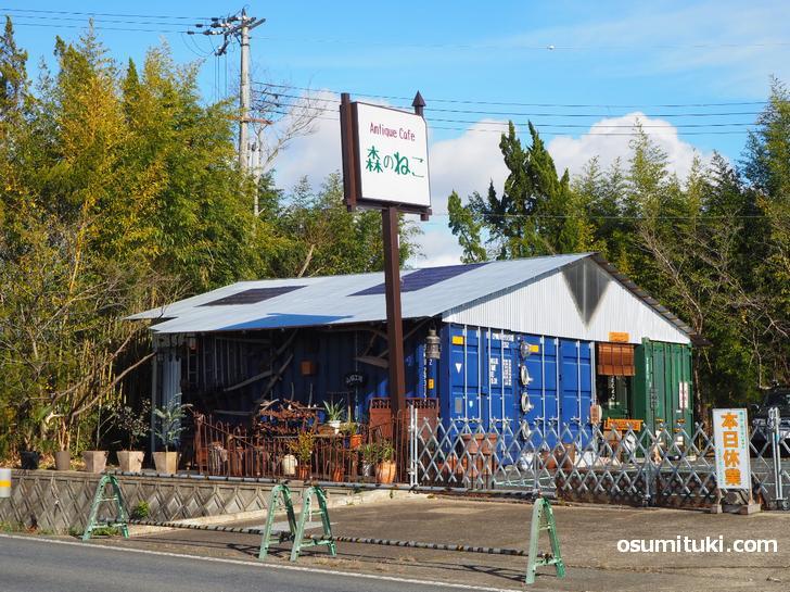 カフェ・ランチ営業とアンティーク(小道具)のお店