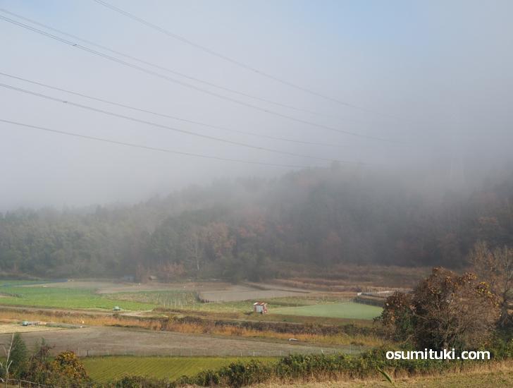 山は水分を多く含むので雲が上に発生します