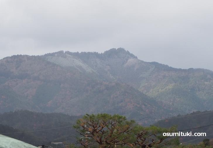 2020年12月15日13時30分頃、嵐山で撮影した冠雪