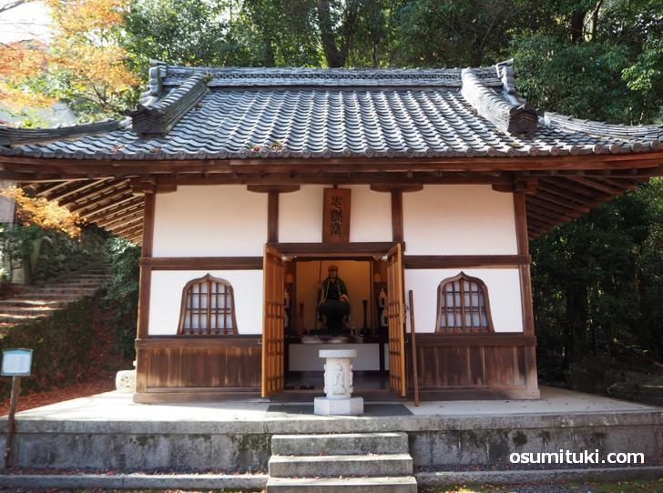大石内蔵助が隠棲していた岩屋寺(いわやでら)の忠誠堂