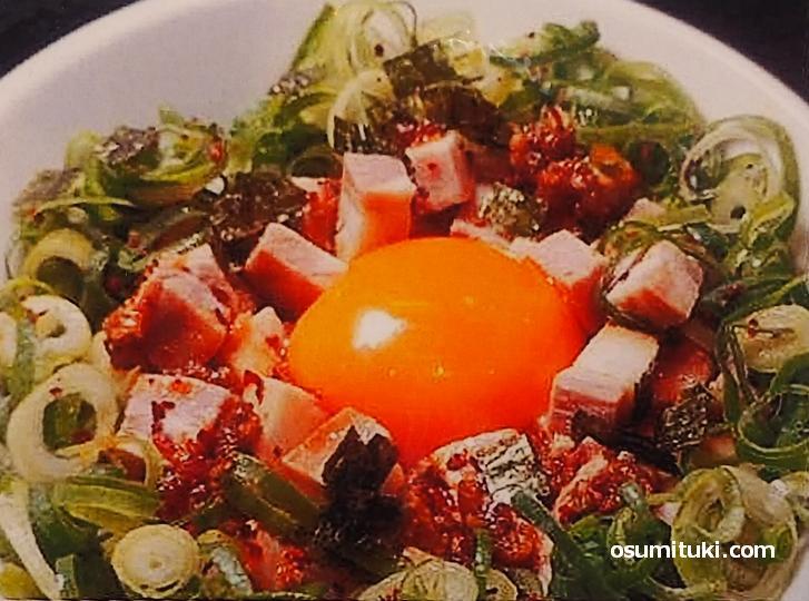 肉玉丼(とことんとりコトコト)