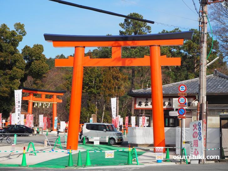 上賀茂神社の新しい大鳥居が完成(京都市北区)