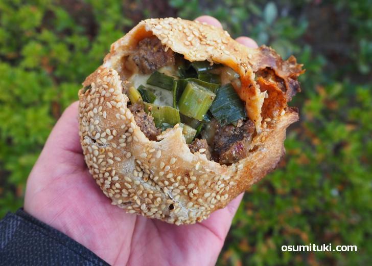 胡椒餅の具材はごろっとした肉と青ねぎ(胡椒餅 福丸)