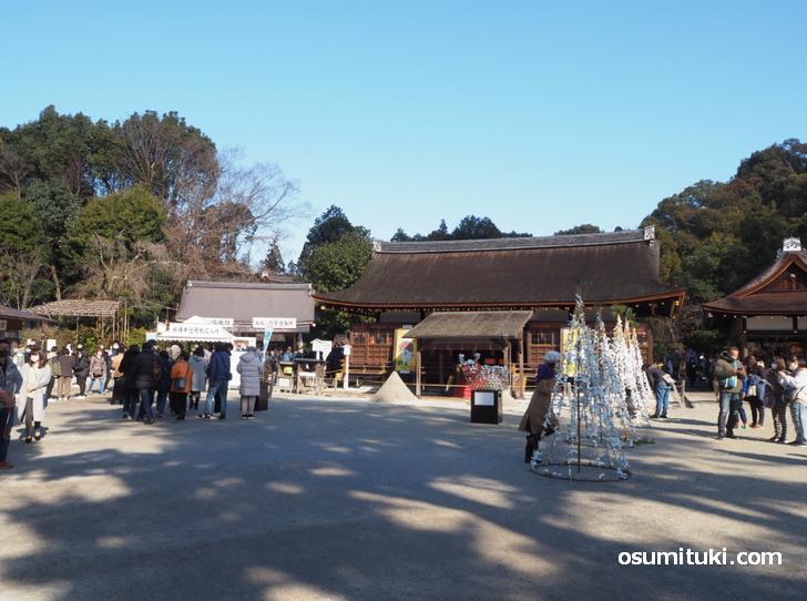 行列もなく参拝者も少なめの上賀茂神社(2021年1月2日昼前に撮影)