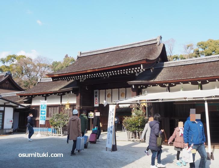 下鴨神社の本殿入口の混雑状況(2021年1月2日昼過ぎ撮影)