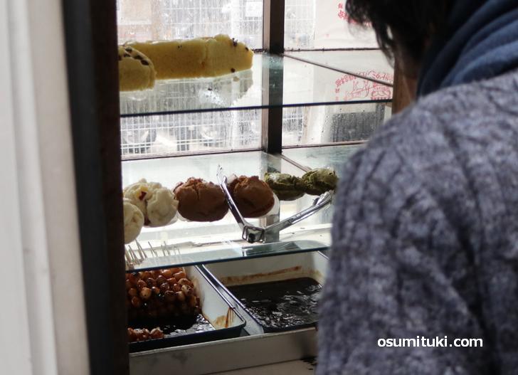蒸しパン・みたらし団子を販売しています(ロパのパン)