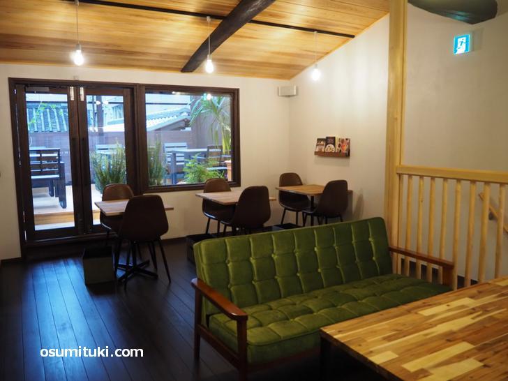 MONO MONO CAFE(店内写真・二階)
