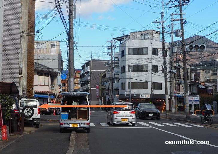 Can★Do・びし屋のある交差点を左折(西行き)