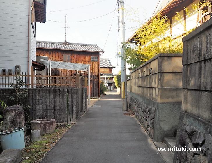 豊吉稲荷神社は東一口の細い通りにあります