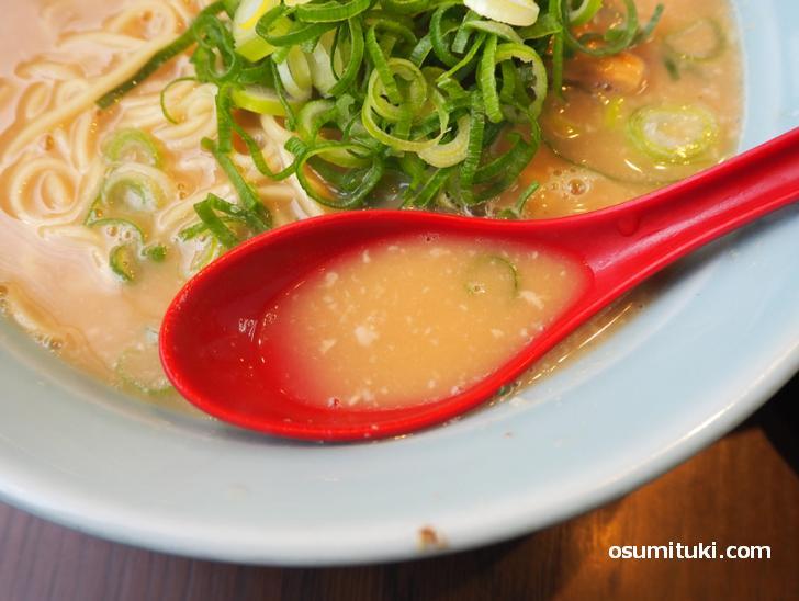 口の中に余韻が残る旨味のあるスープ