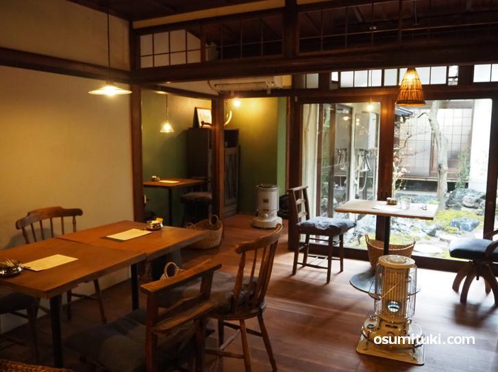 昭和初期の雰囲気が残る店内(cafe origi)
