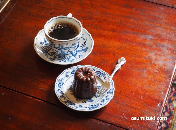 洋式の調度品で飾られコーヒー・ランチ・スイーツをいただけます(Botanic Coffee Kyoto)