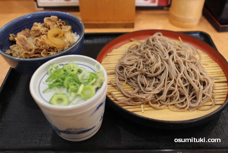 蕎麦がメニュー、牛丼はサイドメニューの「そば処吉野家 宇治槙島店」