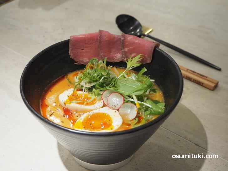 出前専用に作られたスープで食べるラーメン(中華飯店つきうさぎ)