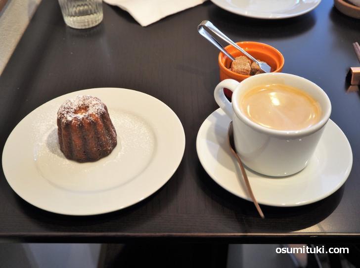 カフェオレとカヌレ