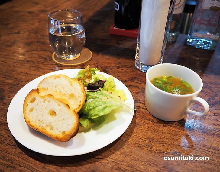 パン・サラダ・スープも付いてボリュームもありました