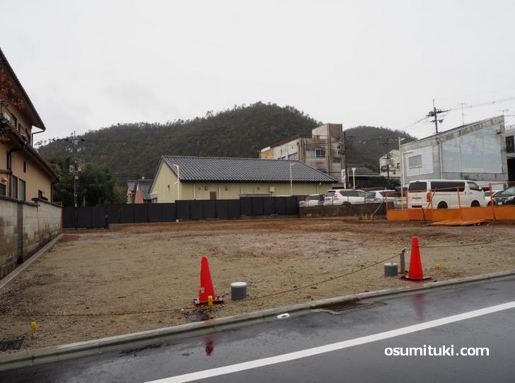 鷹ヶ峯薬園跡の井戸は宅地造成で更地になっています