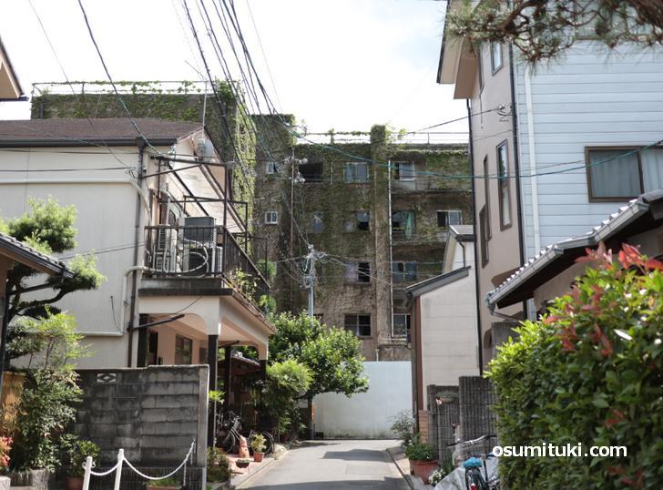 京都にある治外法権な廃墟「光華寮」