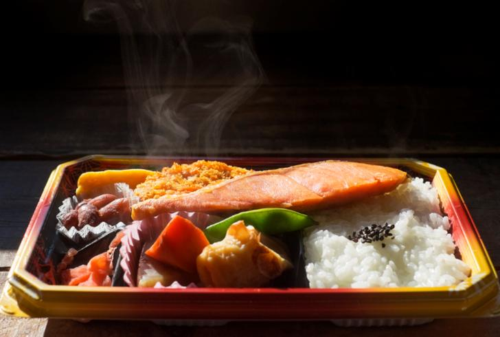 『ナニコレ珍百景』で紹介される弁当つめ放題300円の店はどこ?