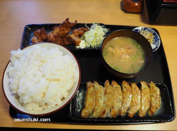 コンビ定食(700円)