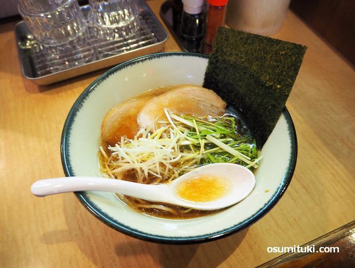 淡麗醤油そば(780円)