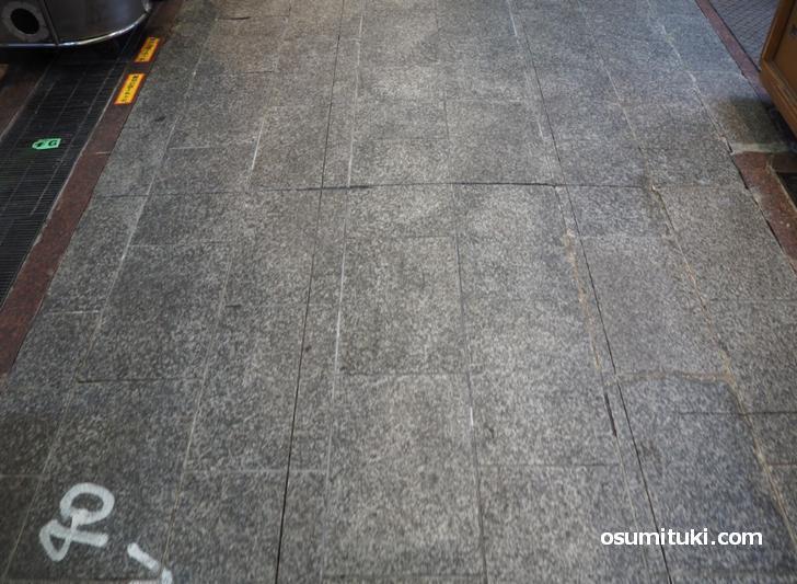 まだ石畳の箇所もいずれアスファルトになりそうです