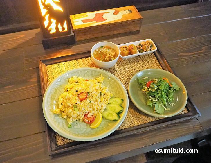 タイ料理専門店です(チャンノイ)