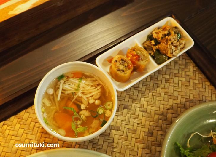 野菜たっぷりのスープとおかず2種