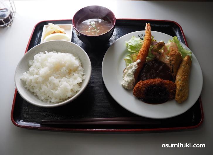 サービス定食(700円)