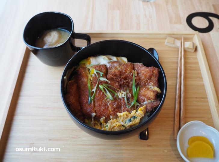 カツ丼(11時30分~14時30分、880円)
