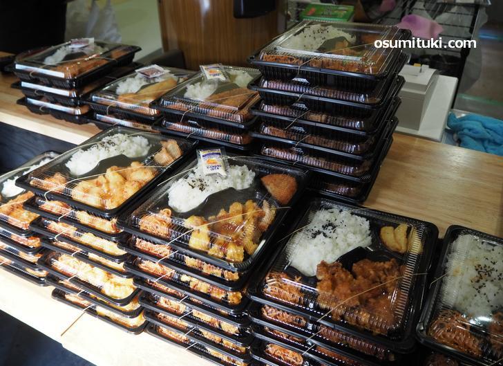 店内にはお弁当がたくさん売られていました