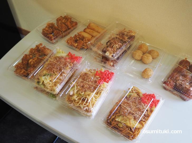 焼きそばや唐揚げなどの惣菜は250円