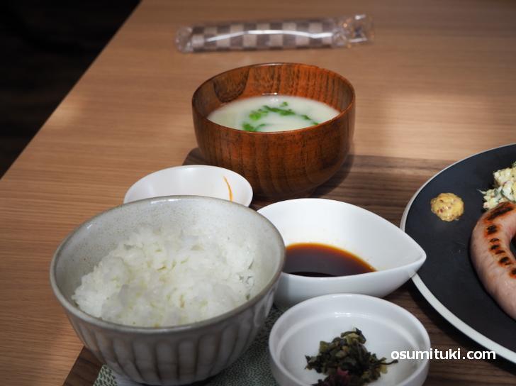 京都産のお米と京都らしい白みその味噌汁