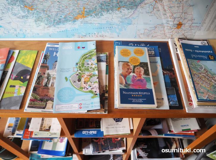 入口付近にはフィンランドの観光情報誌が展示されています
