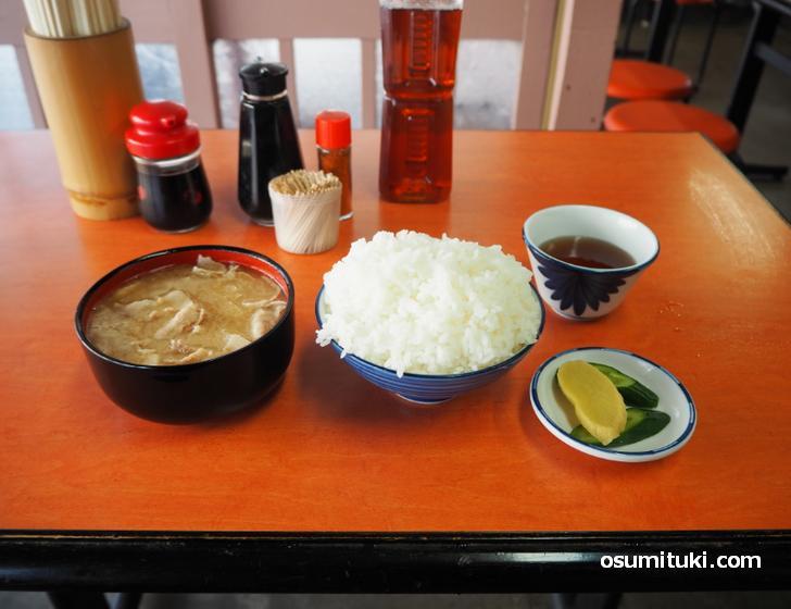 ぶた汁(340円)+めし中(240円)