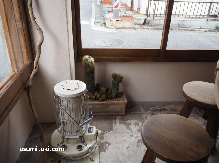 ストーブのあるカフェ