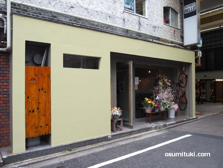 お店は出町桝形商店街の中にあります