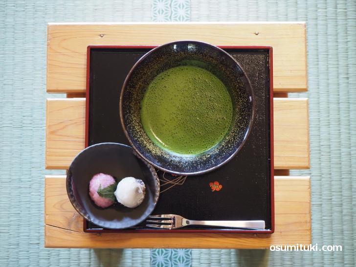 お抹茶と本日のお菓子(700円)