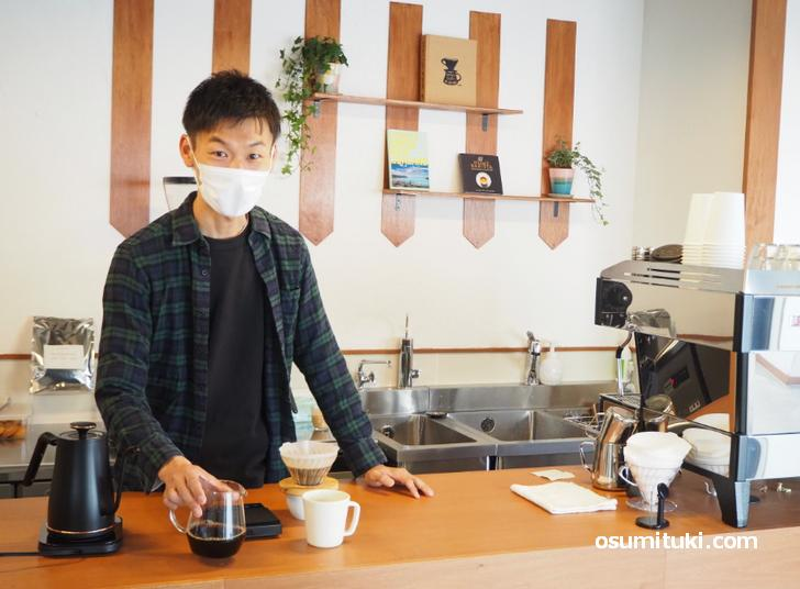 店主でバリスタの前田潤一郎さん(愛称はジュンさん)