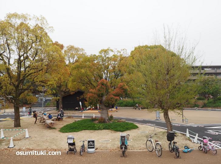 公園には災害時に利用するマンホールトイレやかまどベンチも設置