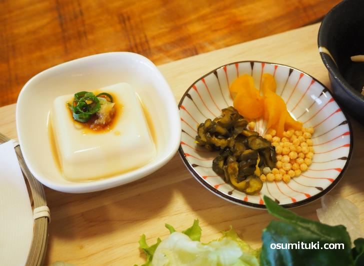 豆腐とお茶漬けのお供