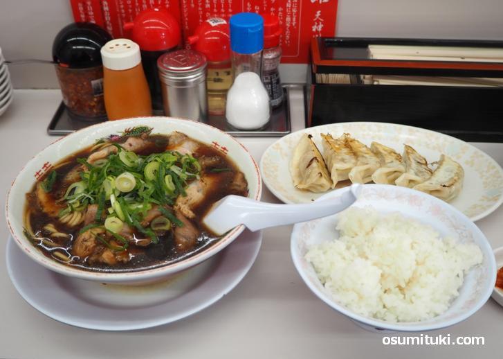 中華そば(並)+餃子+ライス(1050円)